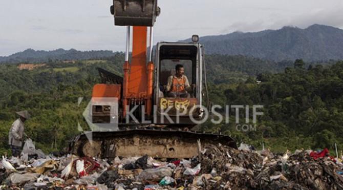 Tumpukan sampah di TPA Kota Padang