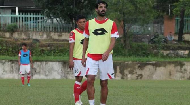 Jose Sardon latihan bersama Semen Padang FC.