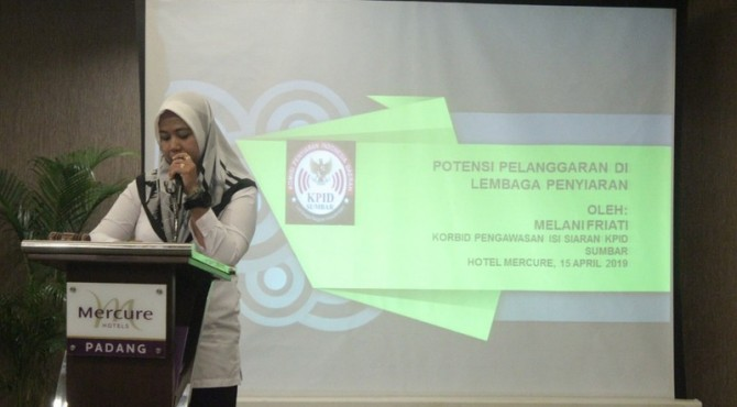 Teks: Koordinator Bidang Pengawasan Isi Siaran KPID Sumatera Barat, Melani Friati. (ist)
