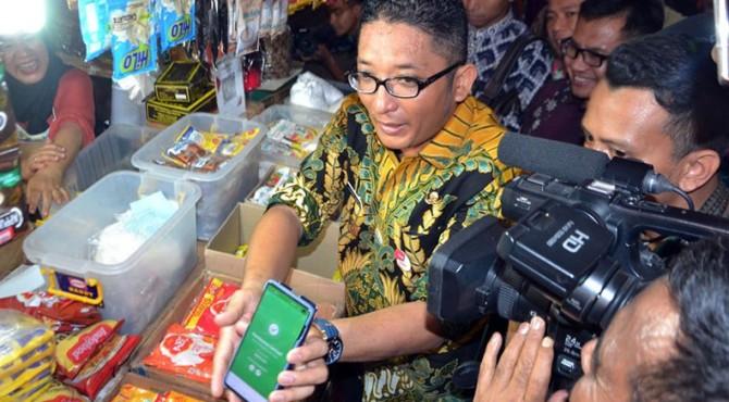 Wakil Wali Kota Padang Hendri Septa mensosialisasikan penerapan QRIS