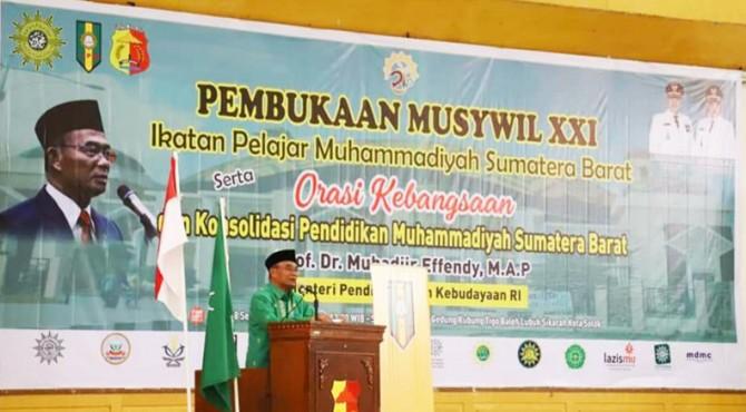 Mendikbud RI, Muhadjir Effendy menyampaikan orasi kebangsaan terkait Konsolidasi Pendidikan Muhammadiyah di Sumatera Barat