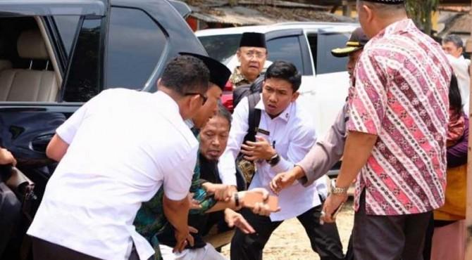 Detik-detik Wiranto diserang OTK.
