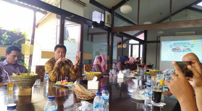 GM PLN UIW Sumbar Bambang Dwiyanto saat menyambut kedatangan rekan media Sumbar di Padang, Kamis (12/12)
