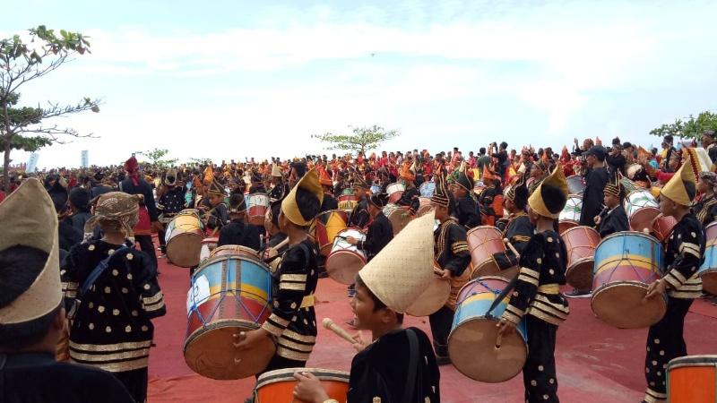1000 siswa se-Kota Pariaman mainkan tambua tansa