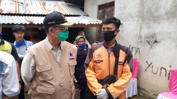Penyerahan bantuan JPS di Sawahlunto