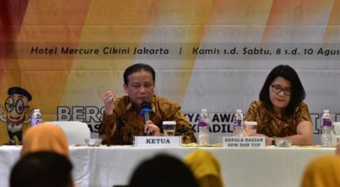 Ketua Bawaslu Abhan (kiri) dan Kepala Bagian Sumber Daya Manusia (SDM) Bawaslu Hotma Maya Marbun saat menjadi pembicara Rapat Review Laporan Bawaslu Kabupaten/Kota Tahap Pertama di Jakarta, Kamis 8 Agustus 2019