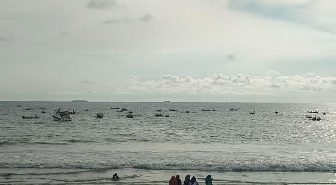 Aksi puluhan nelayan di Padang saat Kampanye Jokowi