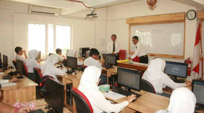 Penyelenggaraan Ujian Nasional Berbasis Komputer.