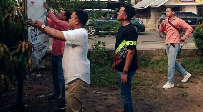 Wakil Wali Kota Payakumbuh, Erwin Yunaz saat memantau penertiban APK.