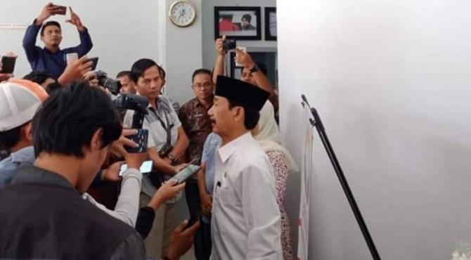 Bupati Solsel Muzni Zakaria saat wawancara di Ombudsman Sumbar