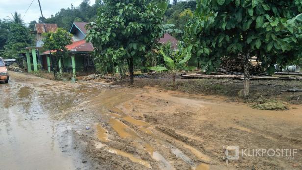Bekas banjir di Batangkapas Pessel