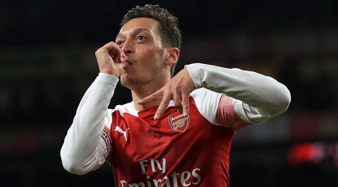 Mesut Ozil masuk dalam daftar pemain yang dijual Arsenal.