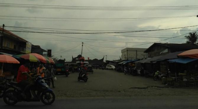 Parkiran Pasar Pulau Punjung yang Akan Dibangun Terminal