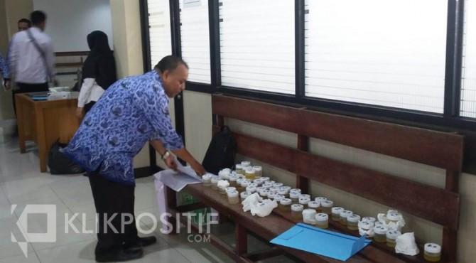 Pelaksanaan tes urine di lingkungan Pemko Payakumbuh.