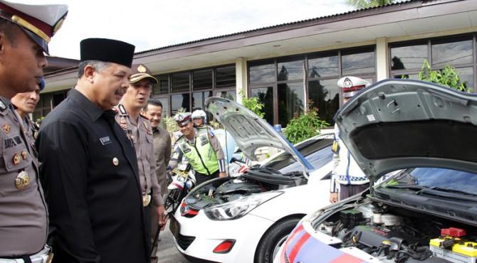 Wako Solok H. Zul Elfian bersama Kapolres AKBP Dony Setiawan serta Kasatlantas AKP Bayful Yendri saat melakukan cek kesiapan kendaraan