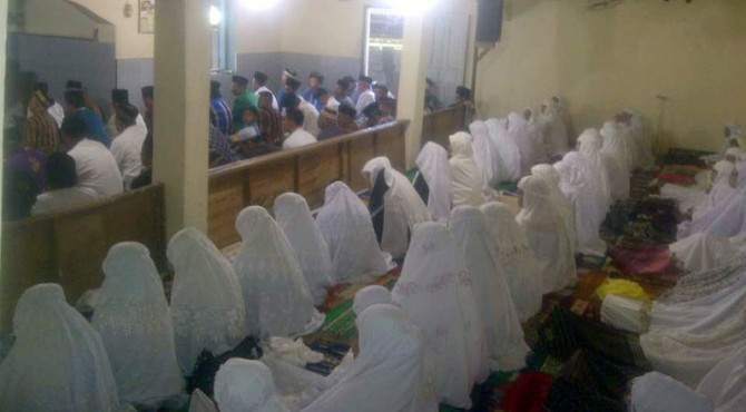 Tradisi Basuluak di Musala Baitul Makmur, Kecamatan Pauh, Padang.