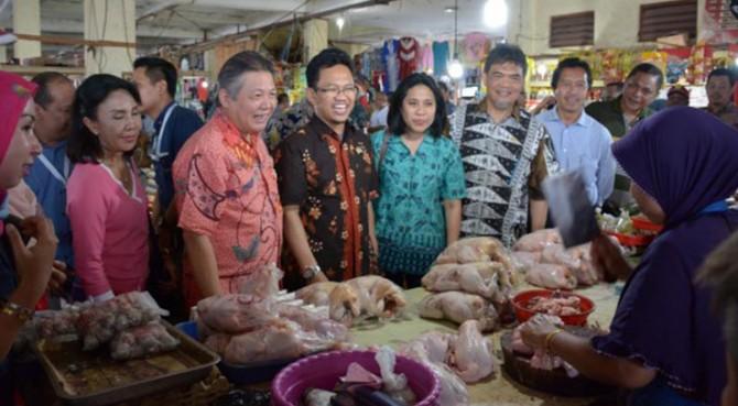 Tim Komisi XI DPR meninjau Pasar Hamadi Jayapura