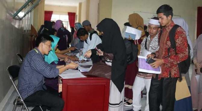 Proses seleksi calon mahasiswa Timur Tengah di UIN Iman Bonjol Padang, Minggu 16 Juni 2019