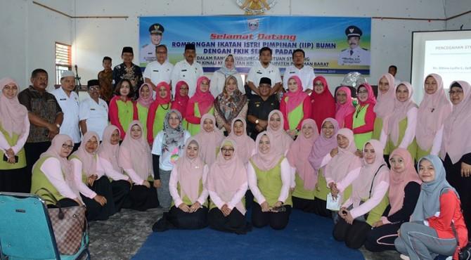 Ikatan Istri Pimpinan (IIP) Badan Usaha Milik Negara (BUMN) Wilayah Sumatera Barat dan Forum Komunikasi Istri Karyawan (FKIK) Semen Padang melakukan kunjungan bantuan stunting ke Jorong Bunuik - Nagari Kinali
