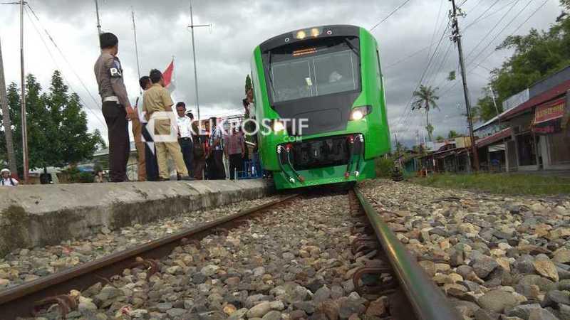 Jalur kereta api bandara setelah reaktifasi dan diresmikan Presiden Jokowi