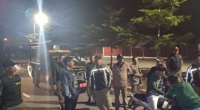 Satpol PP Payakumbuh melakukan patroli malam