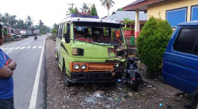 TKP tabrakan yang menyebabkan seorang pengendara motor meninggal dunia.
