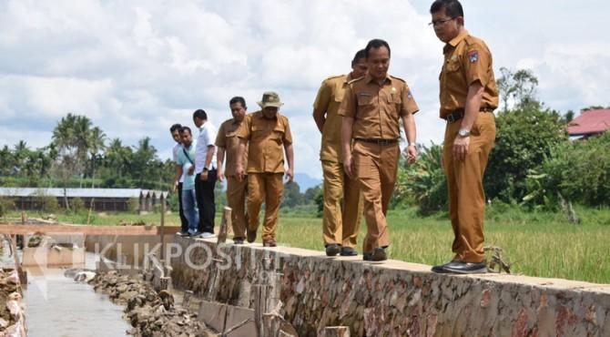 Tim Pengawasan dan Pengawalan Pembangunan Kota Payakumbuh memantau proyek di daerah tersebut.