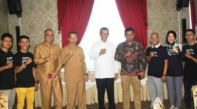 Bupati Solok H. Gusmal, Sekda Aswirman, Kadis Koperindag dan UMKM Eva Nasri, Ketua DPRD Jon Firman Pandu dan Kru Wali Coffe.