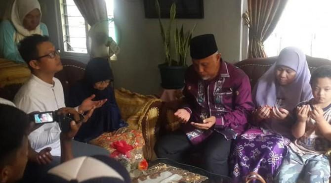 Wali Kota Padang Mahyeldi Ansharullah pimpin doa untuk kesembuhan Zulfirman Syah