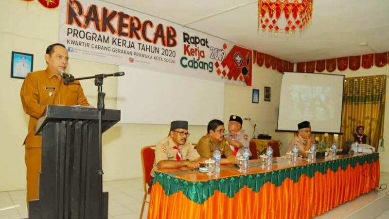 Ketua Kwarcab Pramuka kota Solok, Reinier membuka rapat kerja gerakan Pramuka kota Solok 2019
