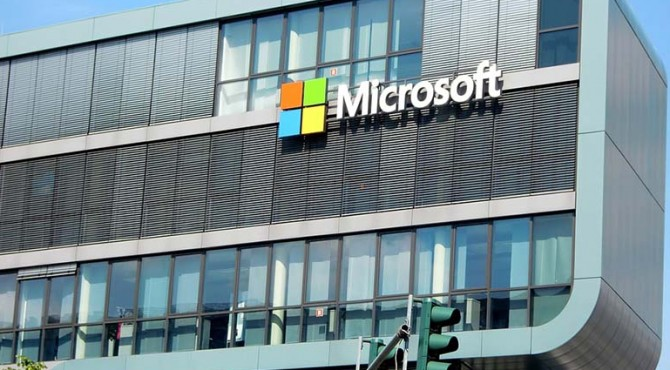 Microsoft mengajukan Inisiatif Air Airband untuk membantu akses internet broadband ke 23 juta orang yang tinggal di daerah pedesaan di AS.