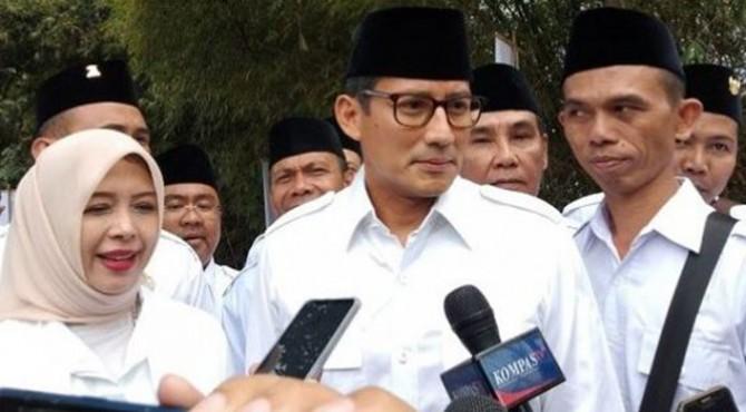 Sandiaga Uno tiba bersama sang istri di Rapimnas Gerindra di Hambalang, Bogor, Rabu (16/10/2019).