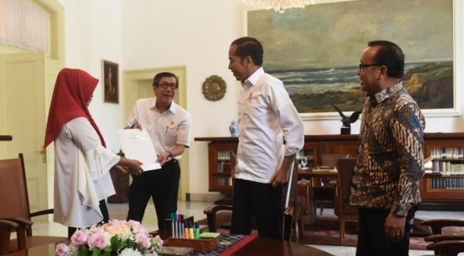 Presiden Jokowi menyambut Baiq Nurul di Istana Bogor