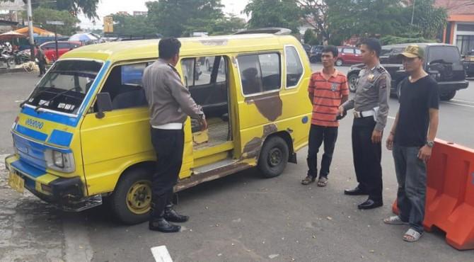 Pemilik dan sopir angkot yang dinilai membahayakan penumpang dipanggil dan diperingatkan Polres Payakumbuh.
