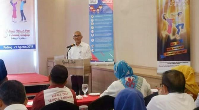 Kepala Perwakilan BKKBN Provinsi Sumbar Syahruddin dalam kegiatan Gerakan Pengasuhan Ayah pada Anak di Padang, Rabu (21/8)