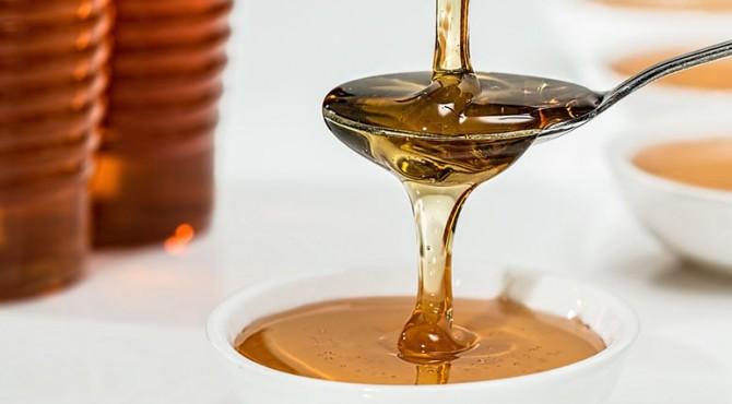 memanfaatkan campuran madu dan lemon untuk kulit yang bercahaya