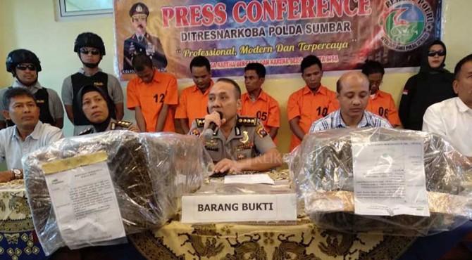 Konferensi pers penangkapan narkoba Polda Sumbar.