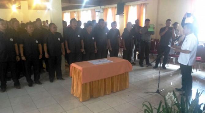 Pengukuhan pengurus Koni Agam oleh Plt Koni Sumbar, Syaiful.