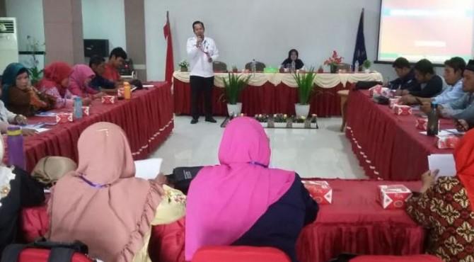 Kepala BNNK Payakumbuh AKBP Firdaus ZN saat memberikan materi dalam sosialisasi P4GN.