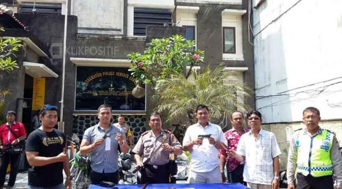 Barang bukti para pelaku begali di Bali yang diamankan polisi.