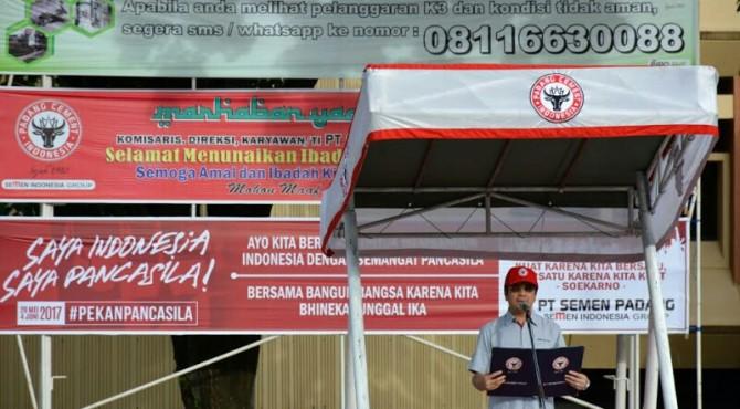 Dirut PT Semen Padang saat jadi inapektur upacara Hari Pancasila