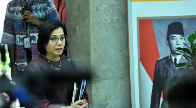 Menkeu Sri Mulyani Indrawati menjawab wartawan usai mengikuti Rapat Terbatas Mengenai Ketentuan dan Fasilitas Perpajakan untuk Penguatan Perekonomian, di Kantor Presiden, Jakarta, Jumat (22/11) sore