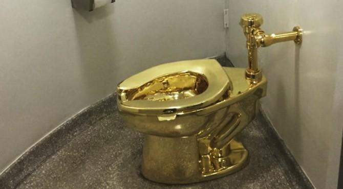 Toilet emas yang dicuri di Istana Blenheim.
