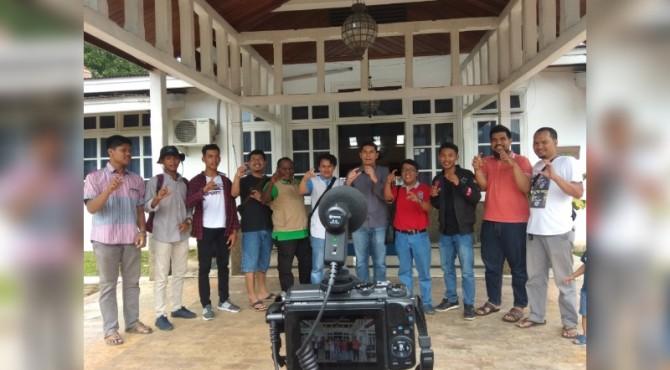 YouTubers Yang Tergabung Dalam Komunitas CCS Foto Bersama Wali Kota Sawahlunto Deri Asta di Rumah Dinas Wali Kota Sawahlunto, Minggu 21 Juli 2019