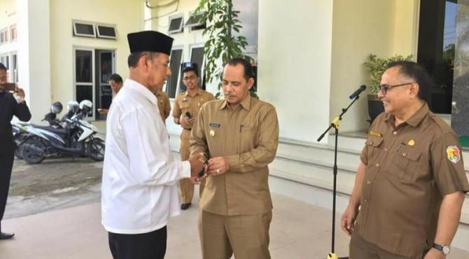 Wawako Solok, Reinier menyerahkan mobil pinjaman operasional bagi Baznas kota Solok