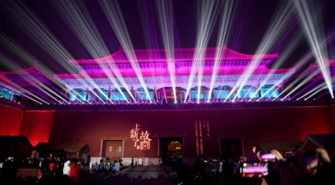 Selama 2.000 tahun telah ada tradisi yang menampilkan lampu pada Festival Lentera China