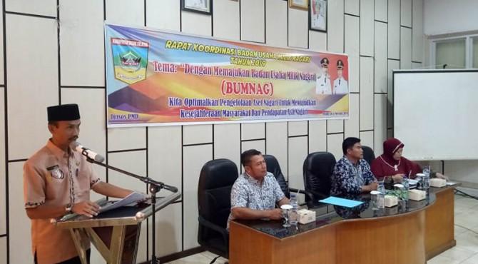 Sekda Solok Selatan Yulian Efi membuka rakor Bumnag daerah itu, di aula kantor Bupati setempat, Kamis 14 November 2019