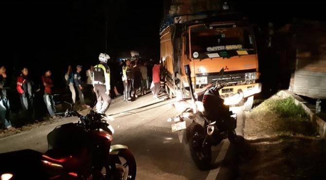 Mobil truk pecah ban di kawasan Palupuah, Sabtu (31/08/2019)