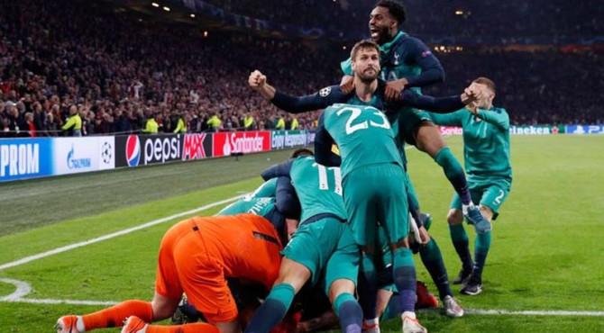 Selebrasi pemain Tottenham Hotspurs usai memastikan langkah ke final Liga Champions.