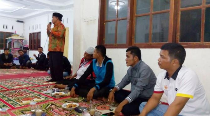 Kadis Pemerintahan masyarakat Desa Padang Pariaman, Erman saat memberikan sambutan di acara IMAPAR cabang UIN di lubuang Aluang.
